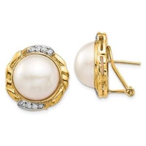 Jewelry - 14K Yellow Gold White Pearl 💎 Earrings